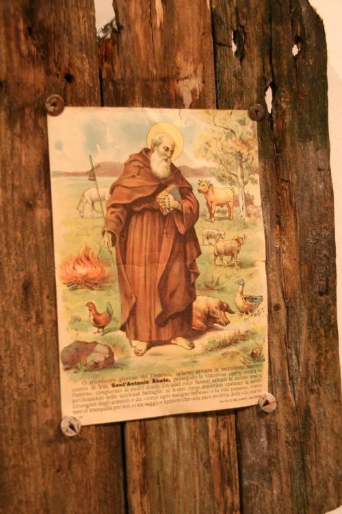 Sant'Antòni chisulèr cal vè al darsèt da snèr.