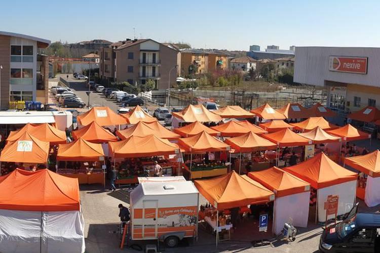 mercato dall'alto.jpg